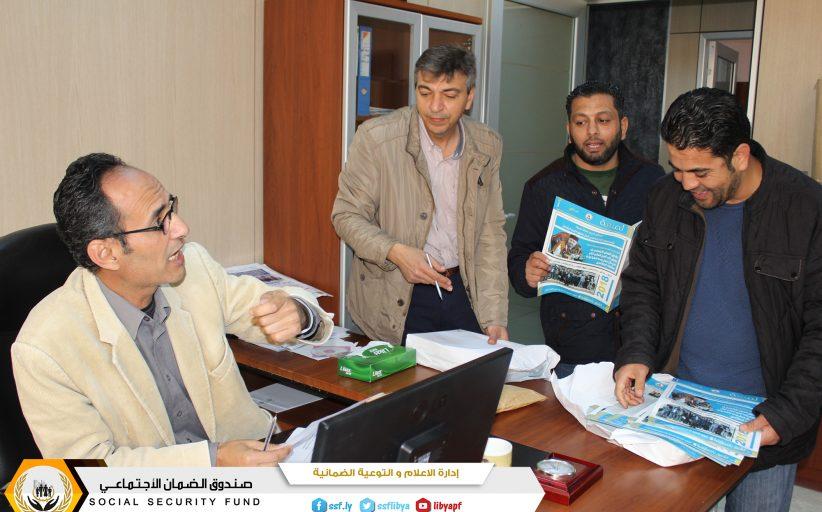 الشروع في توزيع العدد الخاص من صحيفة لمسة وحوار مع رئيس مجلس الادارة والمدير العام للصندوق